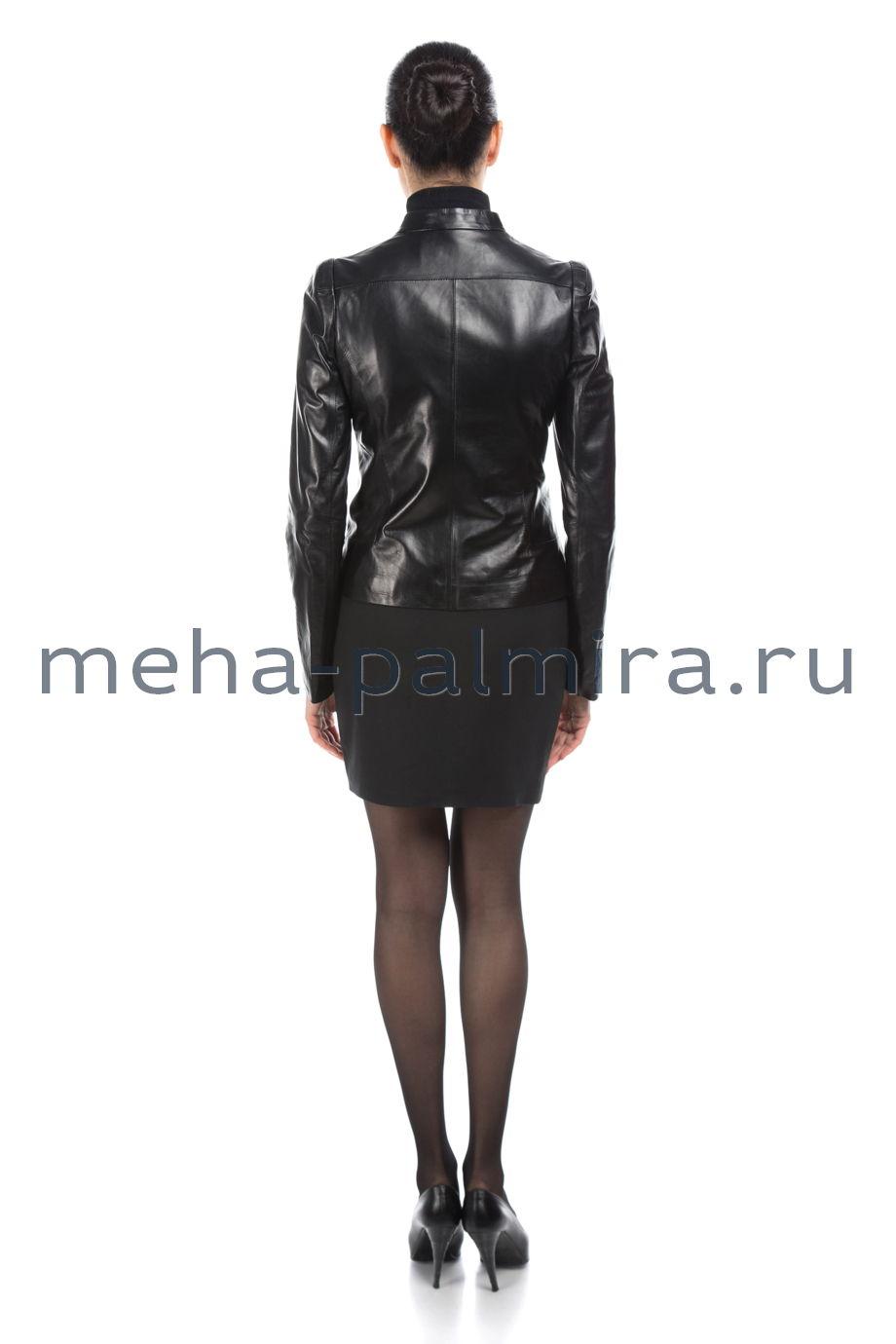 Черная кожаная куртка с воротником-стойкой