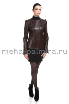 Коричневая кожаная куртка на молнии с воротником шанель