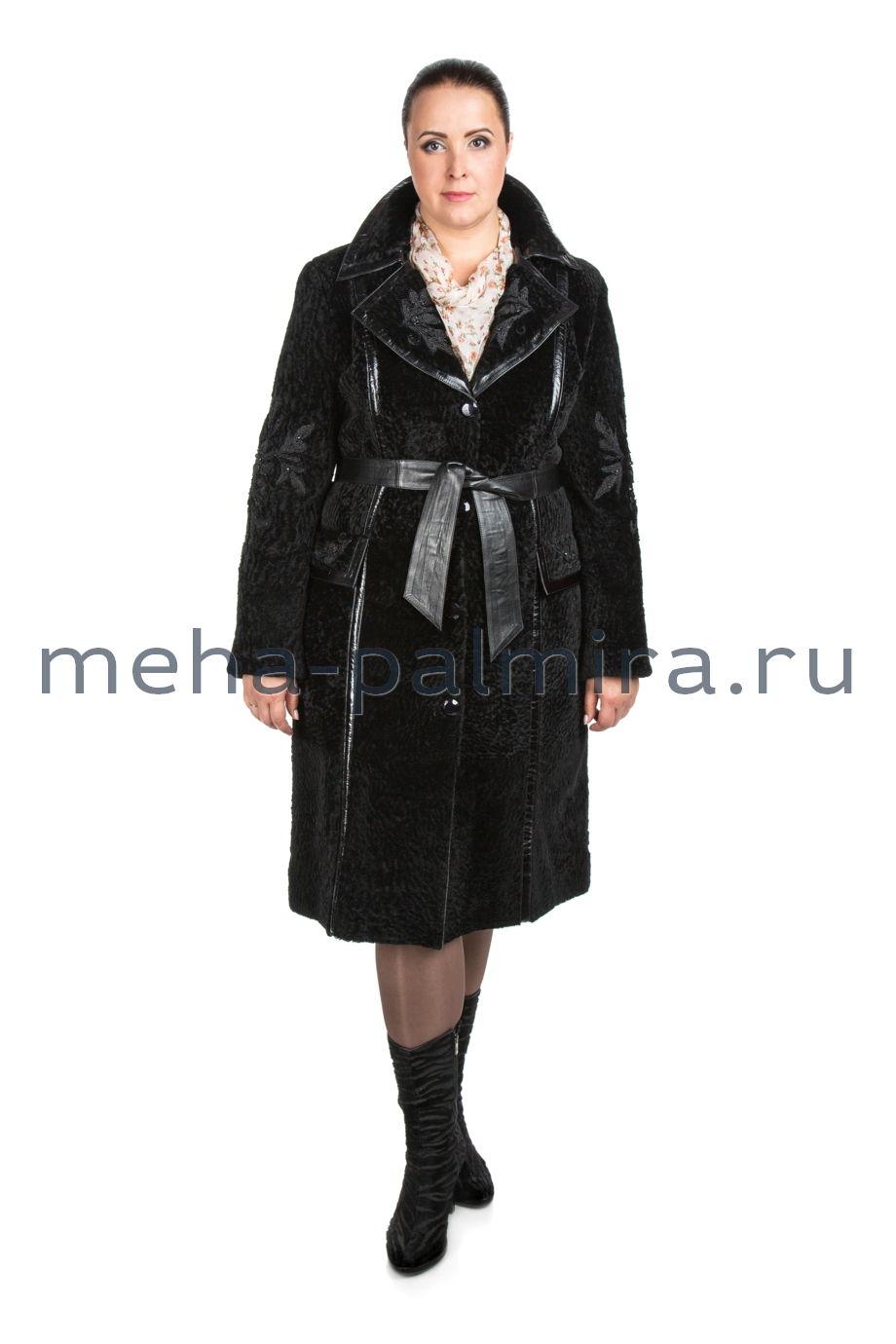 Женская шуба из астрагана черного цвета с воротником из песца