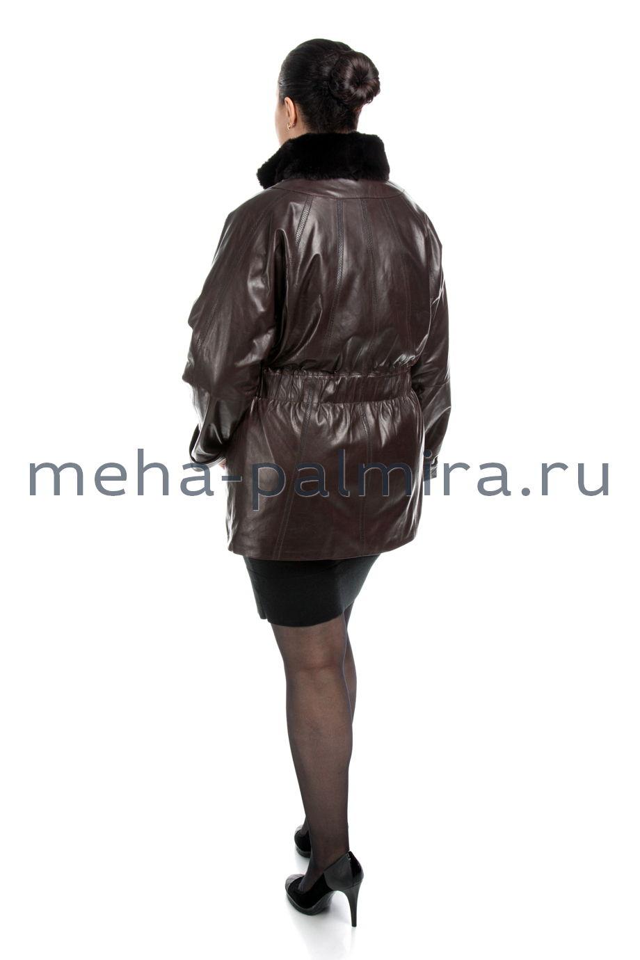 Удлиненная кожаная  куртка коричневого цвета на молнии для женщин