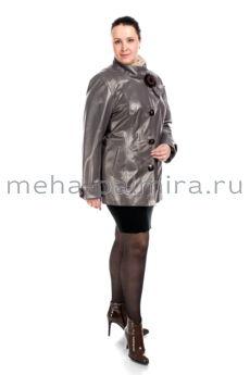 Женская кожаная куртка для осенней погоды