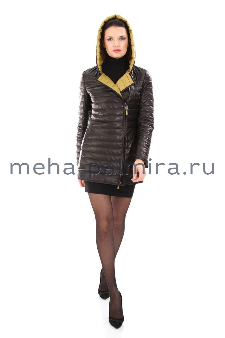 Черная кожаная куртка на молнии с капюшоном