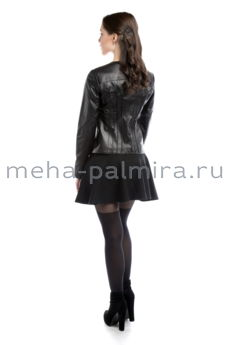 Кожаная куртка на молнии черного цвета