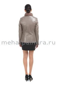 Бежевая кожаная куртка на молнии с норковым воротником-стойкой