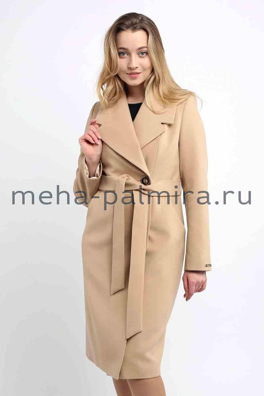 Пальто приталенное бежевого цвета с поясом