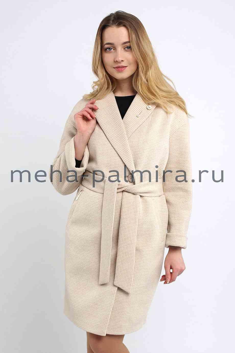 Женское пальто в кремовом цвете