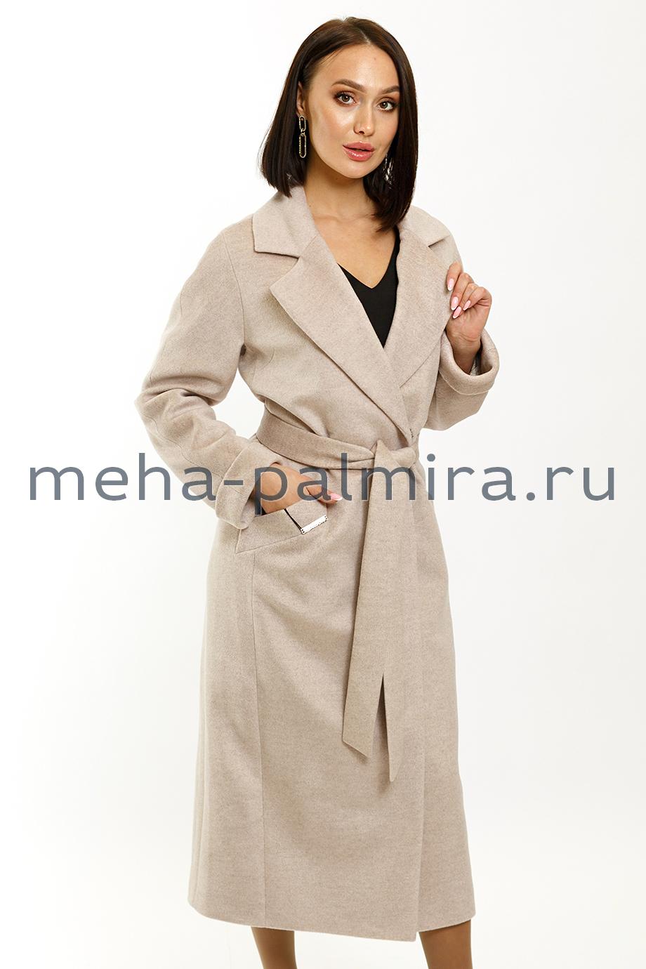 Женское пальто в цвете жемчуг с поясом