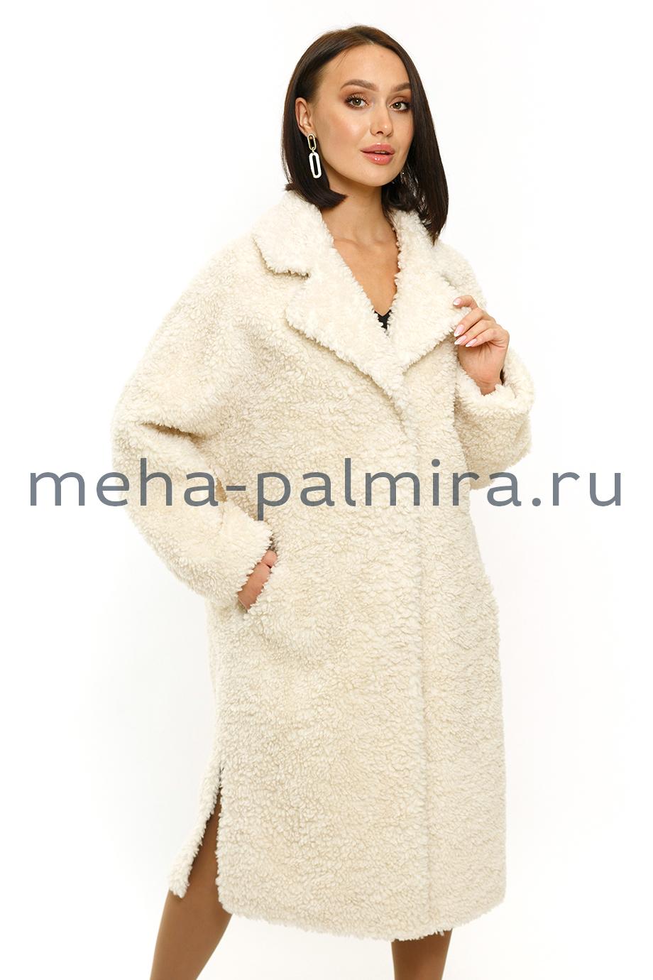Женское пальто из шерсти мериноса с поясом в белом цвете