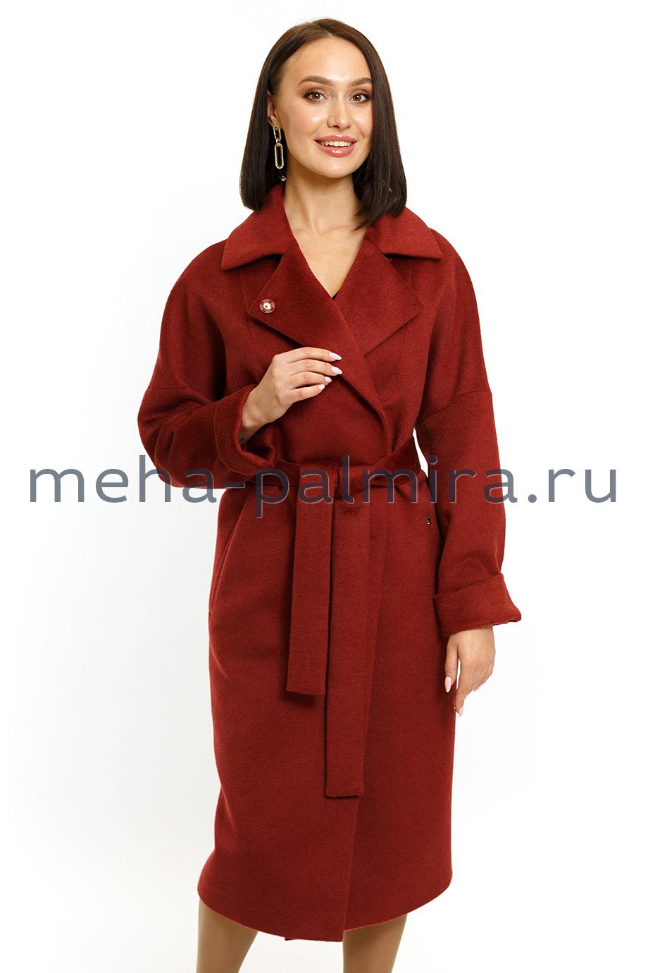Модное пальто в цвете махагон