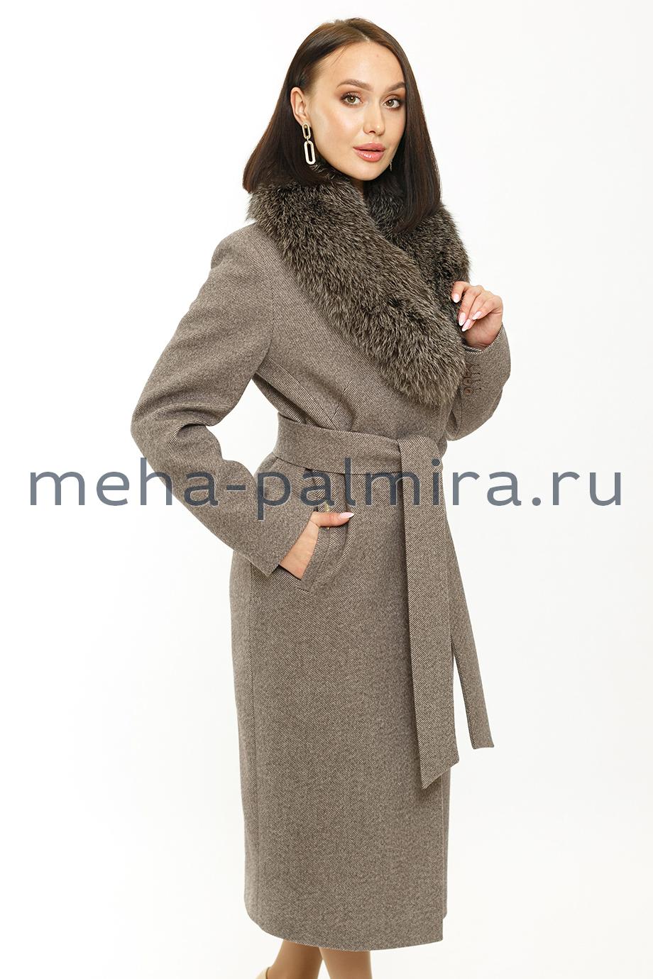 Зимнее женское пальто с воротником из натурального меха