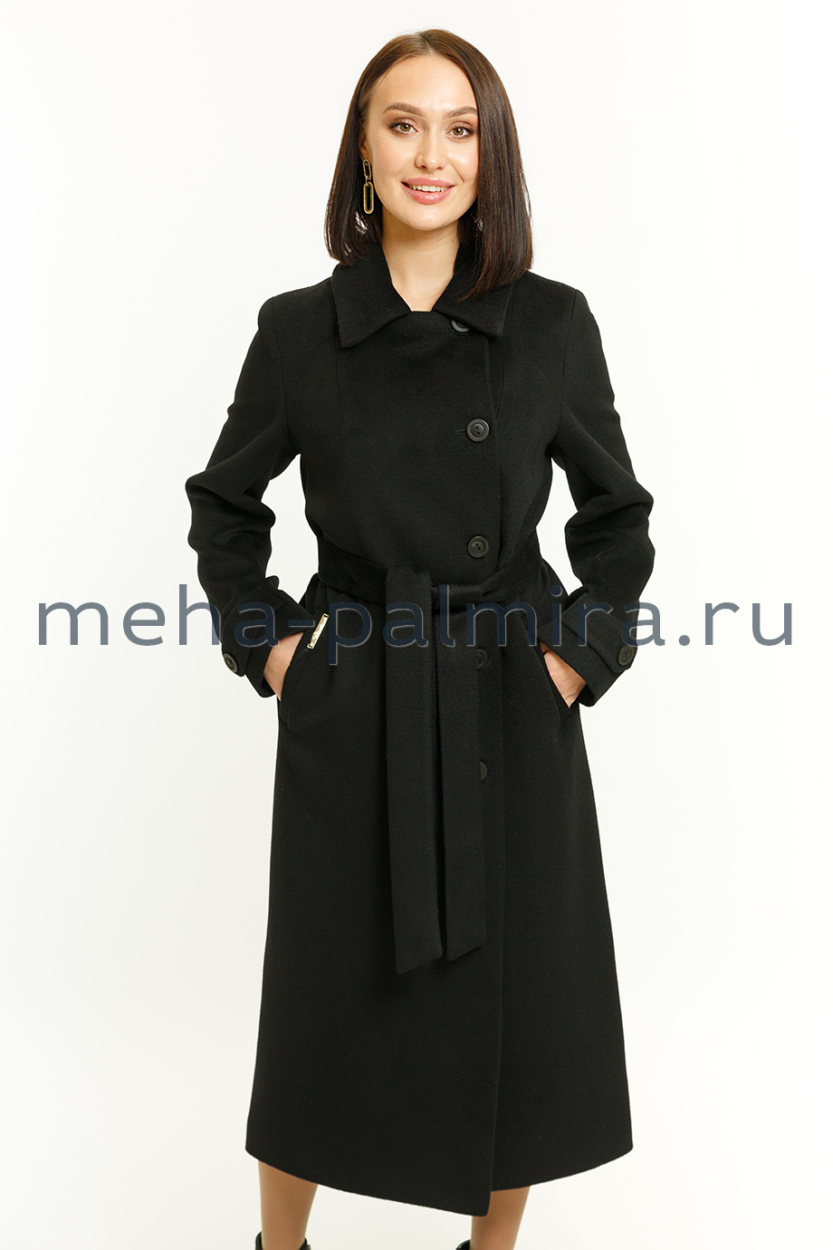 Длинное женское пальто на пуговицах в чёрном цвете