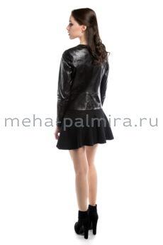 Кожаный жакет на молнии черного цвета
