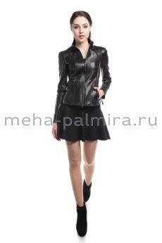 Кожаная куртка на молнии с защипами