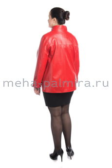 Кожаная куртка красного цвета с ассиметричной застежкой