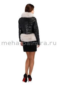 Укороченная кожаная куртка с отделкой песцом