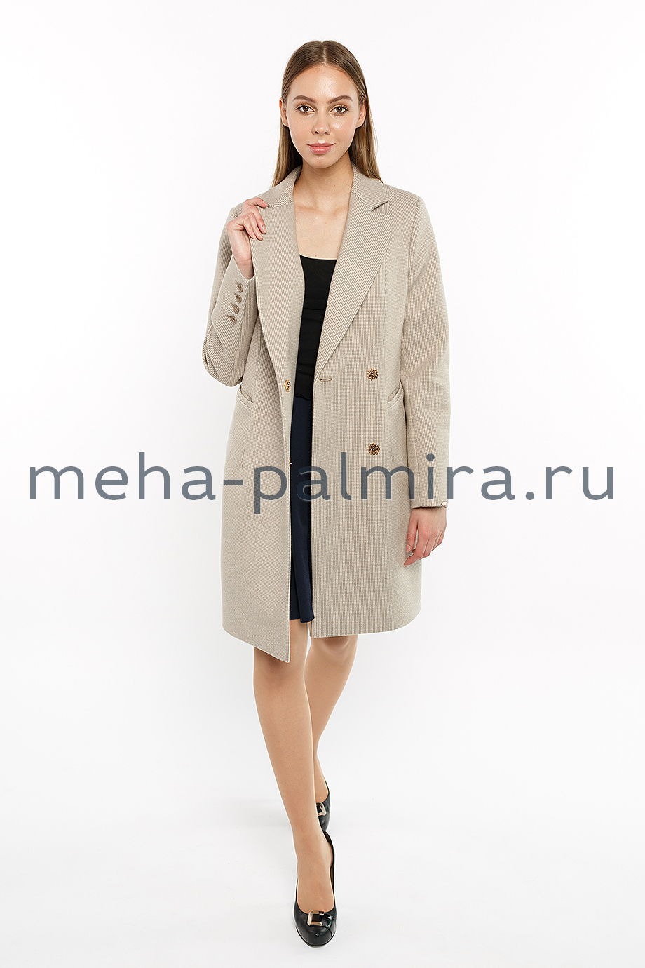 Приталенное пальто с английским воротником
