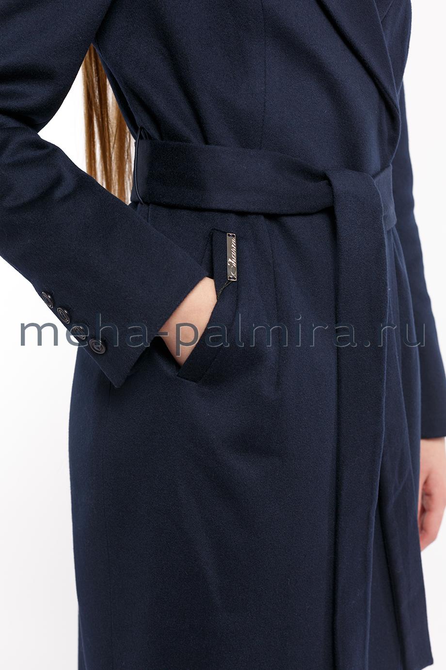 Пальто женское синего цвета с английским воротником